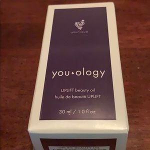 Younique Uplift beauty oil
